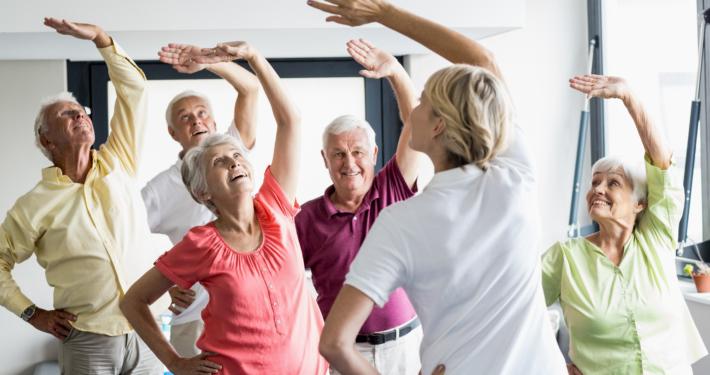 Seniorenleben genießen mit Sport und Freunden